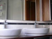 1-badezimmer-holz